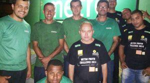 Essa é a turma que comanda o maquinário da Gráfica Metro, localizada no município de Serra. Parabéns, galera!!