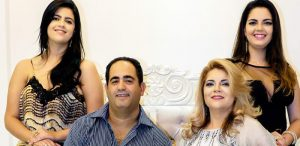MF Studio Hair, Guarapari: Paulo Albino, Fátima Viana Albino, as filhas Luiza e Ana Paula deseja a todos um Feliz Natal e Próspero Ano Novo!! Muita paz, saúde e amor!!